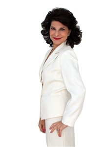 roselee-whitesuit